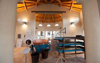 Un interno dello storico Caseificio Castellazzi che ospita il Museo del Parmigiano Reggiano